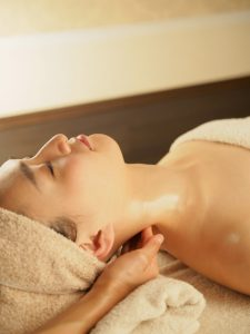 肩こりや足のむくみなど症状の改善には女性専用の全身リンパマッサージがおススメです