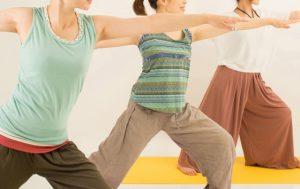 肩甲骨まわりの疲労をとるには、女性専用のエステティシャンの施術のリンパマッサージをすると効果でますよ。