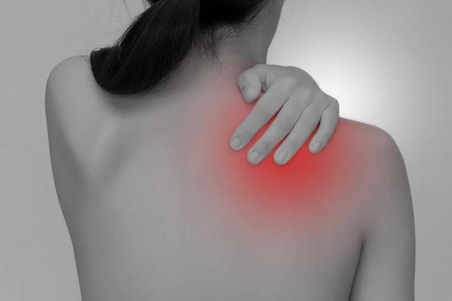 2020.5月 女性特有の肩こりは、アロマオイルリンパマッサージの施術を受けるとラクになります。